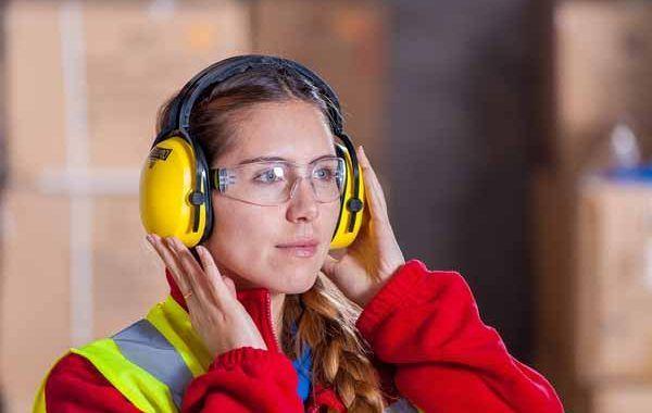 ¿Sabes cómo mantener una buena salud auditiva en el trabajo?
