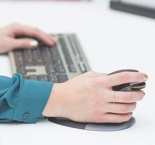 Sabías que....El 28% de los trabajadores españoles desarrollan su trabajo con dolores en muñecas y brazos