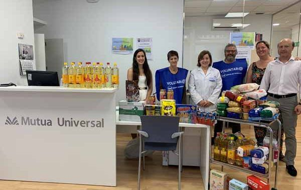 """Los empleados de Mutua Universal recogen más de 1.700 Kg de alimentos para la campaña solidaria """"El hambre no se va de vacaciones"""""""
