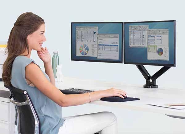 Cuatro motivos por los que es necesario un elevador de monitor en un puesto de trabajo