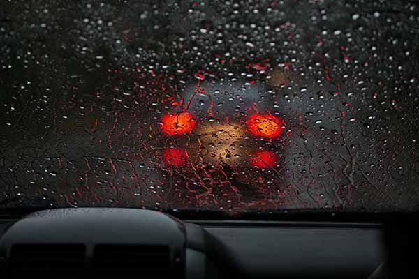 PrevenConsejo: Conducir bajo la lluvia