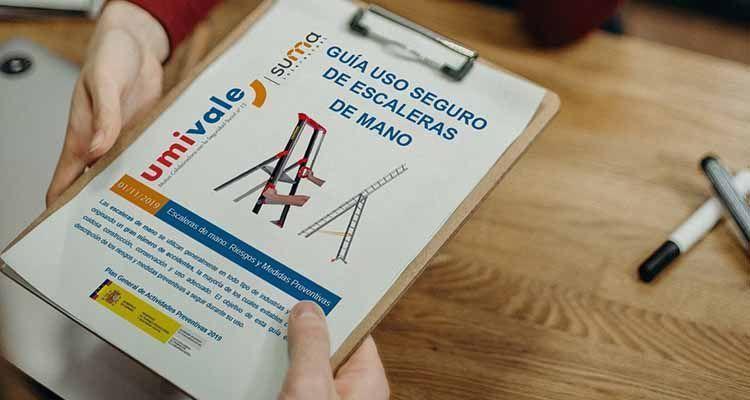 Guía para evitar los accidentes laborales por caídas con escaleras de mano