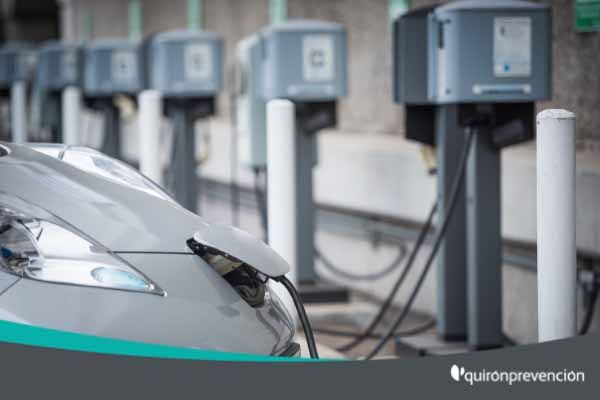 ¿Conoces los nuevos riesgos de los coches eléctricos e híbridos?