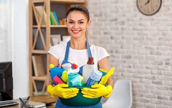 ¿Cuáles son los riesgos principales en caso de intoxicación por productos de limpieza?