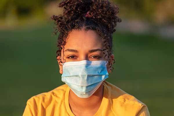 Los jóvenes y la pandemia de la COVID-19: efectos en los empleos, la educación, los derechos y el bienestar mental