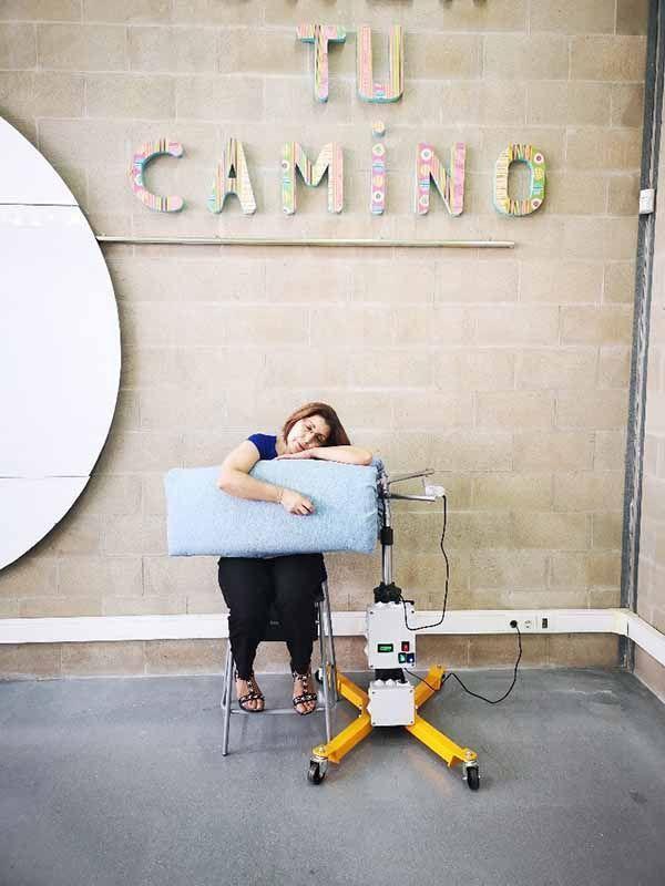 Una empresa española desarrolla y patenta una innovadora máquina de abrazos
