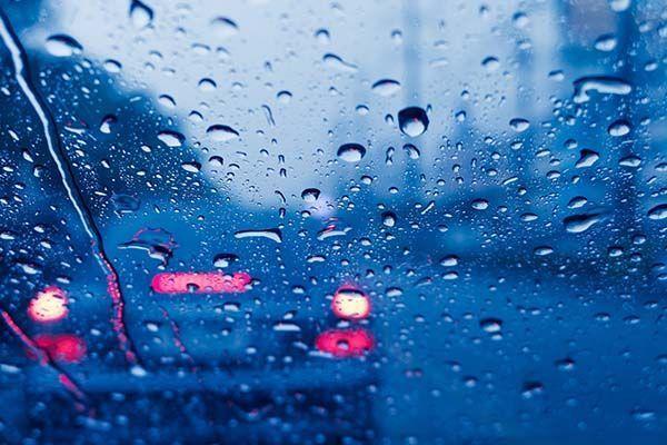 10 consejos para mejorar la visibilidad al volante con lluvia