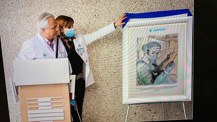 Homenaje a los profesionales, en el Hospital Asepeyo Coslada, por su labor sanitaria frente a la Covid-19