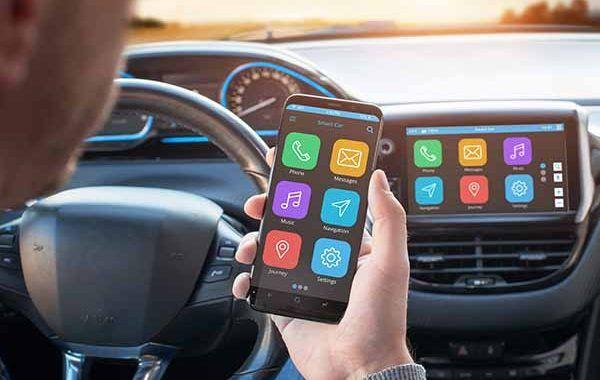 Más de 300 fallecidos en 2020 por distracciones al volante